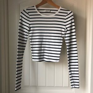 Abercrombie & Fitch cropped long sleeve tee